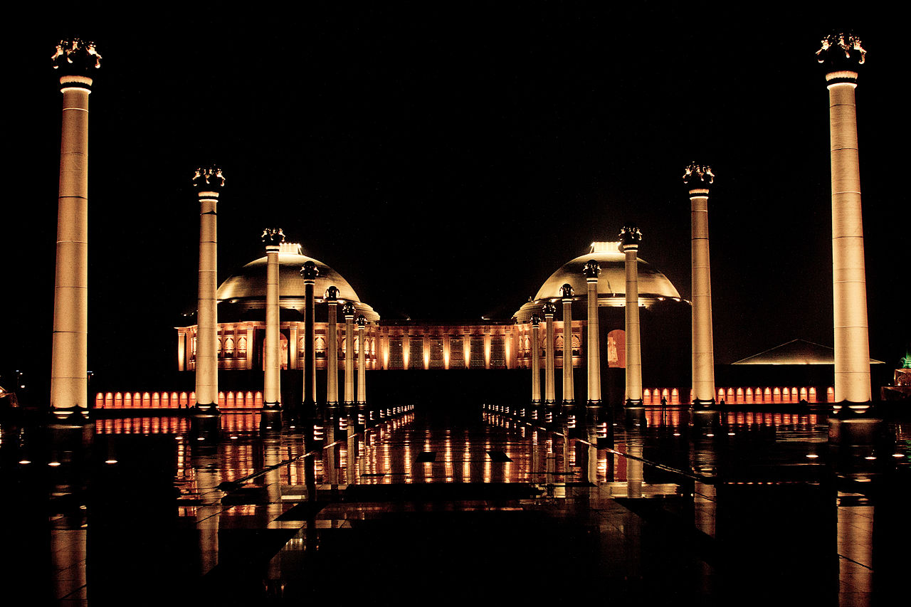 Night_view_of_Memorial_ambedkar_park_lucknow_hd